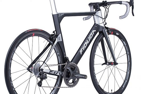 handmade-carbon-road-bicycle16-600x400 Fidusa F17C Custom Carbon Aero Road Race Bicycle
