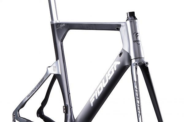 handmade-carbon-road-bicycle17-600x400 Fidusa F17C Custom Carbon Aero Road Race Bicycle