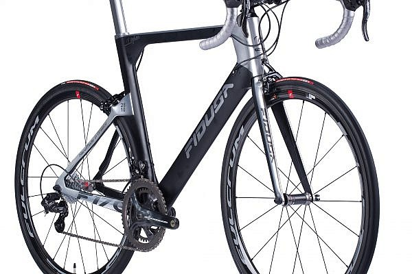 handmade-carbon-road-bicycle18-600x400 Fidusa F17C Custom Carbon Aero Road Race Bicycle